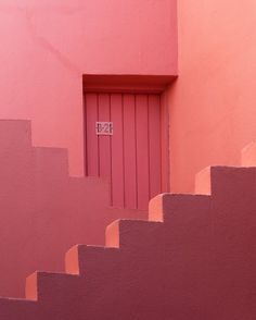 This is a study of Ricardo Bofills famouse Muralla Roja, located in Calpe - Spain. It is said that the Muralla Roja is a result of the architects inspiration by the Mediterranean tradition of the casbah. Minimalist Architecture, Art And Architecture, Architecture Portfolio, Ancient Architecture, Arte Sharpie, Image Deco, Minimalist Photography, Art Abstrait, Pink Walls