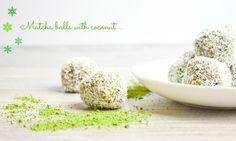 Jáhlové matcha kuličky s kokosem