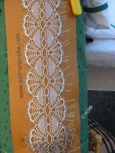 liga Bobbin Lace Patterns, Crochet Patterns, Lace Embroidery, Embroidery Stitches, Irish Crochet, Crochet Lace, Bobbin Lacemaking, Lace Garter, Needle Lace