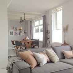 Eettafel met verschillende stoelen, incl. de OMG chair van Zuiver @ designwonen.com