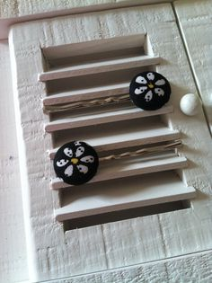 Daisy on Black Fabric Covered Button Bobby Pins