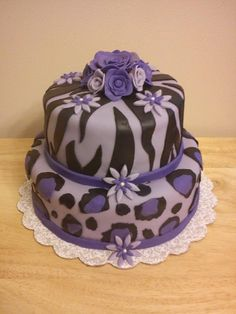 An amazing purple leopard cake from facebook.com/lupeslovelycakes