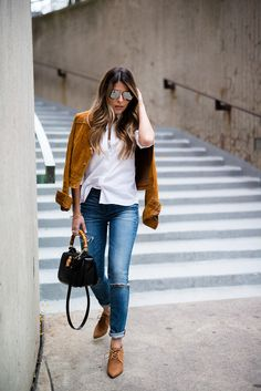 Camel Faux Suede Jacket Fall Street Style Inspo by The Girl From Panama Fall Outfits, Casual Outfits, Fashion Outfits, Summer Outfits, Skinny Jeans Negros, Jeans Y Converse, Madewell, Neue Outfits, Winter Mode