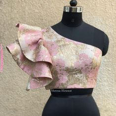 Ruffles and pinks live happily ever after on our most romantic pieces✨ . Stylish Blouse Design, Fancy Blouse Designs, Saree Blouse Designs, Blouse Styles, Choli Designs, Sari Design, African Fashion Dresses, African Dress, Ankara Fashion