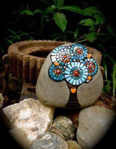 Garden crafts: mosaic on pebble stones • art by  @cesclip (via www.clipzine.me 2013-10)