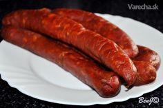 ...musím povedať, že dobrá klobása vôbec nie je zlá :) a myslím, že receptov na klobásu nie je málo, ale pridám aj ten svoj a samozrejme aj zopár dôležitých detailov, ktoré robia z klobásy dobrú klobásu... Homemade Sausage Recipes, How To Make Sausage, Sausage Making, European Dishes, Smoking Meat, Food 52, The Cure, Food And Drink, Cooking Recipes