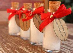 Lembrancinhas de Ano Novo – 11 Ideias Para Se Inspirar | Revista Artesanato Chabby Chic, Christmas And New Year, New Years Eve, Gift Wrapping, Table Decorations, Cool Stuff, Party, Diy, Wedding