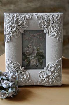 Ancien cadre photo en bois avec des ornements métalliques. : Accessoires de maison par un-jardin-de-reveries
