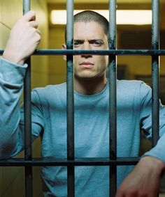 Michael Scofield from Prison Break. Awesome show. Michael Scofield, Prison Break 3, Lincoln Burrows, Wentworth Miller Prison Break, Broken Movie, Leonard Snart, Dominic Purcell, Movies And Series, Hot Guys