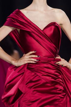 View all the detailed photos of the Ralph & Russo haute couture fall 2014 showing at Paris fashion week. Couture Details, Fashion Details, Ralph & Russo, Oscar Dresses, Beautiful Gowns, Pretty Outfits, Pretty Clothes, Couture Fashion, Designer Dresses