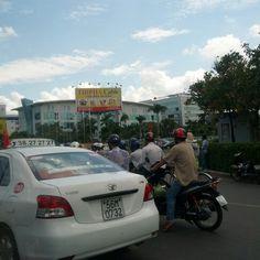 오토바이 천국!! This is HCMC VN (Troung son st. Near Tan Son Nhat Airport)
