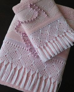 Crochet Stitch Step by Step: 45 Models + Graphics & Videos Diy Crochet Bag, Crochet Towel, Mode Crochet, Crochet Lace Edging, Crochet Shirt, Crochet Borders, Crochet Pillow, Filet Crochet, Irish Crochet