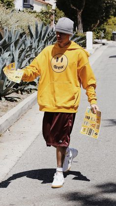 Justin Bieber spotted out in Beverly Hills, California today. credit to owner Justin Bieber Smile, Justin Bieber Outfits, Justin Bieber Photos, Justin Baby, Go Best Friend, Justin Bieber Wallpaper, Canadian Boys, Role Models, Cool Style