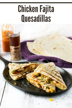 Chicken Fajita Quesadillas are a simple meal to prepare when the craving for Mexican food hits. Dinner Recipes Easy Quick, Delicious Dinner Recipes, Lunch Recipes, Easy Meals, Tacos And Burritos, Chicken Burritos, Chicken Fajitas, Fajita Quesadilla, Quesadillas