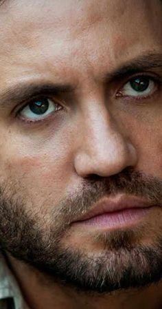 Actor Edgar Ramirez (who portrays the late Gianni Versace in the FX tele series) Gorgeous Men, Beautiful People, Edgar Ramirez, Latino Actors, Mouth Drawing, Sexy Beard, Drawing Quotes, Raining Men, Male Beauty