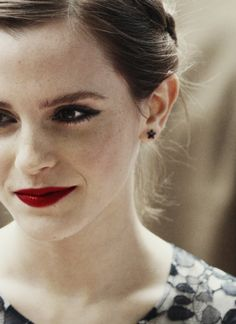 I love this entire look!  I don't think I have ever seen a red-lip look so innocent. (:
