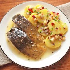 Kapr na másle s lehkým bramborovým salátem Food Videos, Steak, Beef, Fish, Cookies, Magick, Meat, Crack Crackers, Pisces