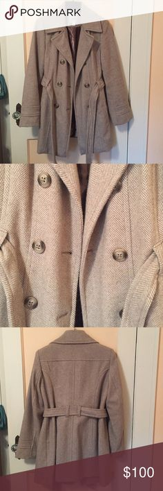 Croft & Barrow herringbone pea coat size M Only worn briefly for one use!!!! Croft & Barrow pea coat from Kohl's originally $220. Very nicely crafted and fairly lightweight for this style of coat. Very pretty details help to dress it up. Size M croft & barrow Jackets & Coats Pea Coats