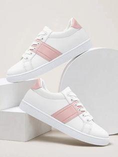 Jordan Shoes Girls, Girls Shoes, Nike Air Shoes, Women's Shoes, Sneakers Fashion, Fashion Shoes, Chunky Shoes, Stylish Sandals, Louis Vuitton Shoes