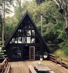 14 Tiny House Designs Perfect for CouplesYou can find Small house design and more on our Tiny House Designs Perfect for Couples Haus Am See, Tiny House Design, Cottage House Designs, Modern Tiny House, Cabins In The Woods, House In The Woods, House In The Forest, Forest Cottage, Forest Cabin