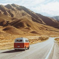 "#vanlifers ""Hit the road & have a great weekend guys "" Photo @jasoncharleshill #vanlife #ontheroad"
