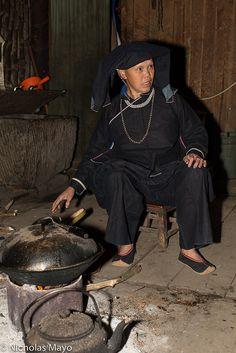 Heiyi Zhuang Woman & Wok . China
