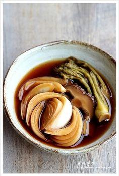 앙파장아찌 만드는법, 햇양파장아찌, 두릅장아찌 만드는법 – 레시피 | 다음 요리 Spicy Recipes, Asian Recipes, Cooking Recipes, K Food, Food Menu, Korean Dishes, Korean Food, Korean Traditional Food, Food Design