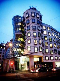 Maison Dansante - Franck Gehry - Prague Frank Gehry, Prague, Multi Story Building, Architecture, Home, Architecture Illustrations