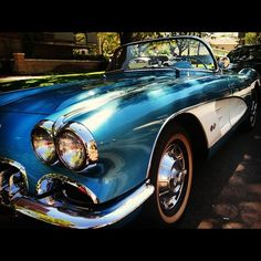 Corvette Oldie but goodie. Love the color My Dream Car, Dream Cars, Old Sports Cars, Sweet Cars, Hot Rides, Us Cars, American Muscle Cars, Chevrolet Corvette, Car Pictures