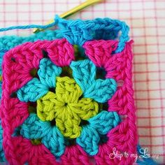 Go back to school in style with a crochet granny square zippered pouch for pencils! Don't be afraid of the zipper! Love Crochet, Crochet Flowers, Knit Crochet, Crochet Squares, Crochet Granny, Crochet Designs, Crochet Patterns, Joining Granny Squares, Zipper Pouch Tutorial