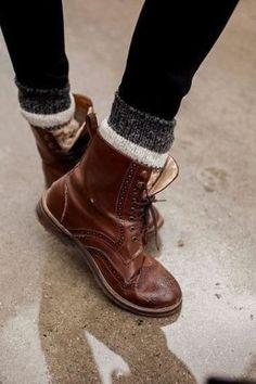 Fashion winter hipster combat boots 66 ideas for 2019 Cute Combat Boots, Cute Winter Boots, Warm Outfits, Casual Winter Outfits, Outfit Winter, Jeans Outfits, Winter Shoes For Women, Outfits 2016, Plaid Outfits