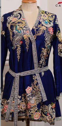For contact 00923009681116 Pakistani Formal Dresses, Pakistani Wedding Outfits, Indian Outfits, Kaftan, Suit Fashion, Fashion Dresses, Modelos Plus Size, Stylish Dress Designs, Vogue