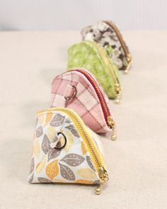 Small Sewing Projects, Sewing Crafts, Fabric Crafts, Sewing Diy, Scrap Fabric Projects, Upcycled Crafts, Diy Bags Purses, Coin Purses, Bag Patterns To Sew