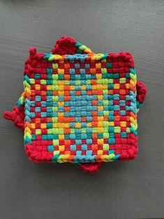 Potholder Loom, Potholder Patterns, Crochet Potholders, Learning Patience, Class 8, Recycled T Shirts, Women Hats, Weaving Patterns, Wet Felting