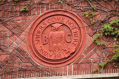 Símbolo do Bohemian Club - located at 624 Taylor Street, San Francisco, California.