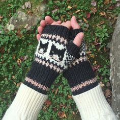 Curious Cats Fingerless Gloves Knitting pattern by Fiona Alice Arm Knitting, Knitting Charts, Knitting Patterns Free, Crochet Patterns, Knitted Mittens Pattern, Knit Mittens, Curious Cat, Christmas Knitting Patterns, Fingerless Gloves Knitted