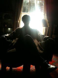 Benedict Cumberbatch: Sherlock relaxes upstairs at Baker Street as filming on series three takes a break (RADIO TIMES) Sherlock Bbc, Sherlock Series, Sherlock Season, Funny Sherlock, Watson Sherlock, Jim Moriarty, Sherlock Quotes, Martin Freeman, Benedict Cumberbatch