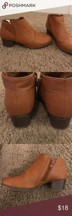 Booties Old Navy size 1. EUC only worn 2-3 times Old Navy Shoes Boots