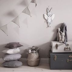 Inspiration tips and an actual shopping list for your to get your kids room styled and organized. How to keep your kids room organized. Kids Room Organization, Boys Bedroom Decor, Kids Room Design, Modern Kids, Shop Interiors, Fashion Room, Boy Room, Child Room, Kids Furniture