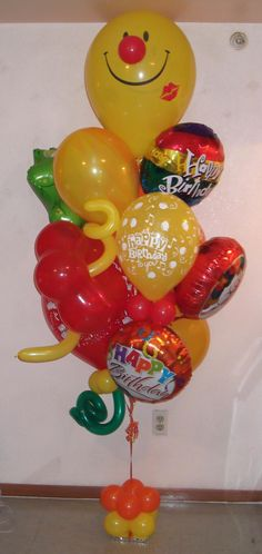 Smiley face birthday balloon bouquet for delivery in TX by http://www.balloonsandmoregifts.com/balloon-bouquets/ and visit us and like us on https://www.facebook.com/balloonsandmoregifts