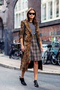Leopard print at Copenhagen fashion week was mixed with other prints for a totally cool and modern look. Source by thezoereport fashion week Street Style Chic, Looks Street Style, Street Style 2017, Street Style Trends, Cool Street Fashion, Look Fashion, Fashion Edgy, Fashion Outfits, Fashion Women