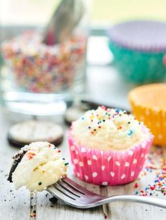 These funfetti cheesecake cupcakes