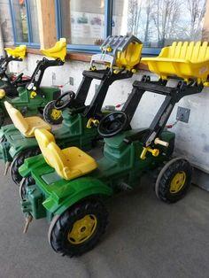 #Traktorenfuhrpark im #Reka #Feriendorf #Hasliberg Lawn Mower, Four Square, Outdoor Power Equipment, Holiday Resort, Child Care, Tractors, Viajes, Ideas, Lawn Edger