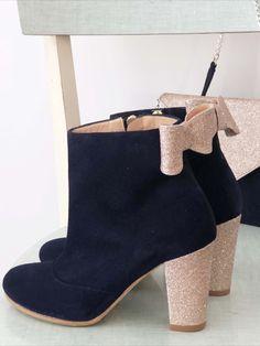 Ces bottines uniques et sur-mesure vous accompagneront au quotidient pour un hiver tout en douceur et confortable ! Choisissez la hauteur et la forme des talons, ainsi que les matières que vous voulez pour vos jolies chaussures ! Bleu Marine, Ainsi, Heeled Mules, Wedges, Ankle, Heels, Fashion, Blue Shoes, Smooth Leather