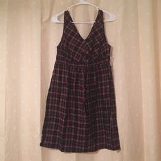 ❤️ Plaid Tank top dress NEW • Plaid dress • tank top • v-neck • size Medium • has all buttons • ties with a bow in the front • red, grey, black, white and yellow in color • Dresses