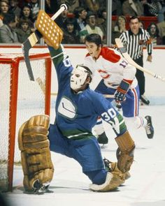 2e3a1988fcb George Gardner of the Vancouver Canucks  Phil Roberto