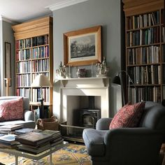 Exquisite design details in the home of architect George Suamarez Smith My Living Room, Home And Living, Living Room Decor, Living Spaces, Dining Room, Home Libraries, Home Interior Design, Family Room, New Homes
