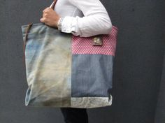 Large capacity bag, Weekend bag, gran cabas, distressed denim, cotton  and leather. Zipper. Pieza única