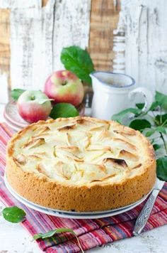 Apple pie with sour cream Ingredients: For the cake: 250 g flour (if necessary add) 100 g sour cream cold butter 1 tsp baking powder For Sour Cream Ingredients, Summer Pie, Good Food, Yummy Food, Delicious Recipes, Healthy Food, Apple Cake Recipes, Russian Recipes, Mediterranean Recipes