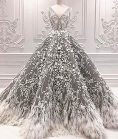 "– MICHAEL CINCO Dubai (@michael5inco) på Instagram: ""Exquisite couture details in crystals, pearls, laser-cut flowers and feathers... The Impalpable…"""
